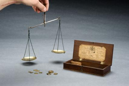 Apothecary's balance with steel beam and brass pans