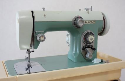 Janome sewing machine model 670