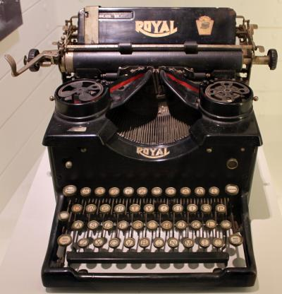 1900 Royal Typewriter Model 10