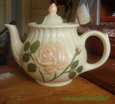teapot, vintage teapot, rose teapot, collectible teapot