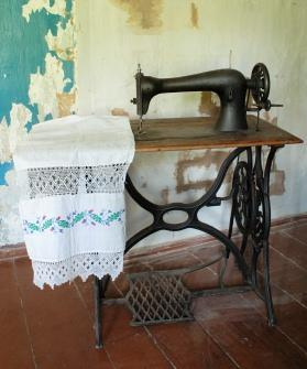 Brilliant Antique Singer Sewing Machines Lovetoknow Home Interior And Landscaping Spoatsignezvosmurscom
