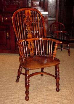 A splat back Windsor chairSource : antique windsor chair - Cheerinfomania.Com