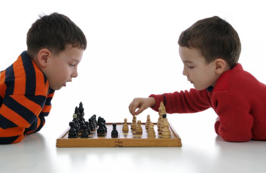 https://cf.ltkcdn.net/autism/images/slide/170213-850x554-chess.jpg