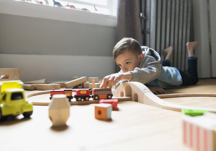 https://cf.ltkcdn.net/autism/images/slide/256696-850x595-7_child_toys_focus.jpg