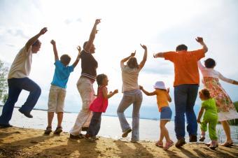 https://cf.ltkcdn.net/autism/images/slide/154977-849x565r1-family-dance-party.jpg