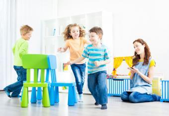 https://cf.ltkcdn.net/autism/images/slide/154979-837x573r1-musical-chairs.jpg