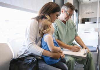 https://cf.ltkcdn.net/autism/images/slide/256690-850x595-1_doctor_visit.jpg