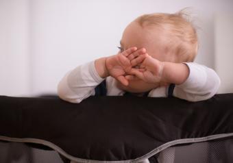 https://cf.ltkcdn.net/autism/images/slide/256695-850x595-6_baby_hands_face.jpg