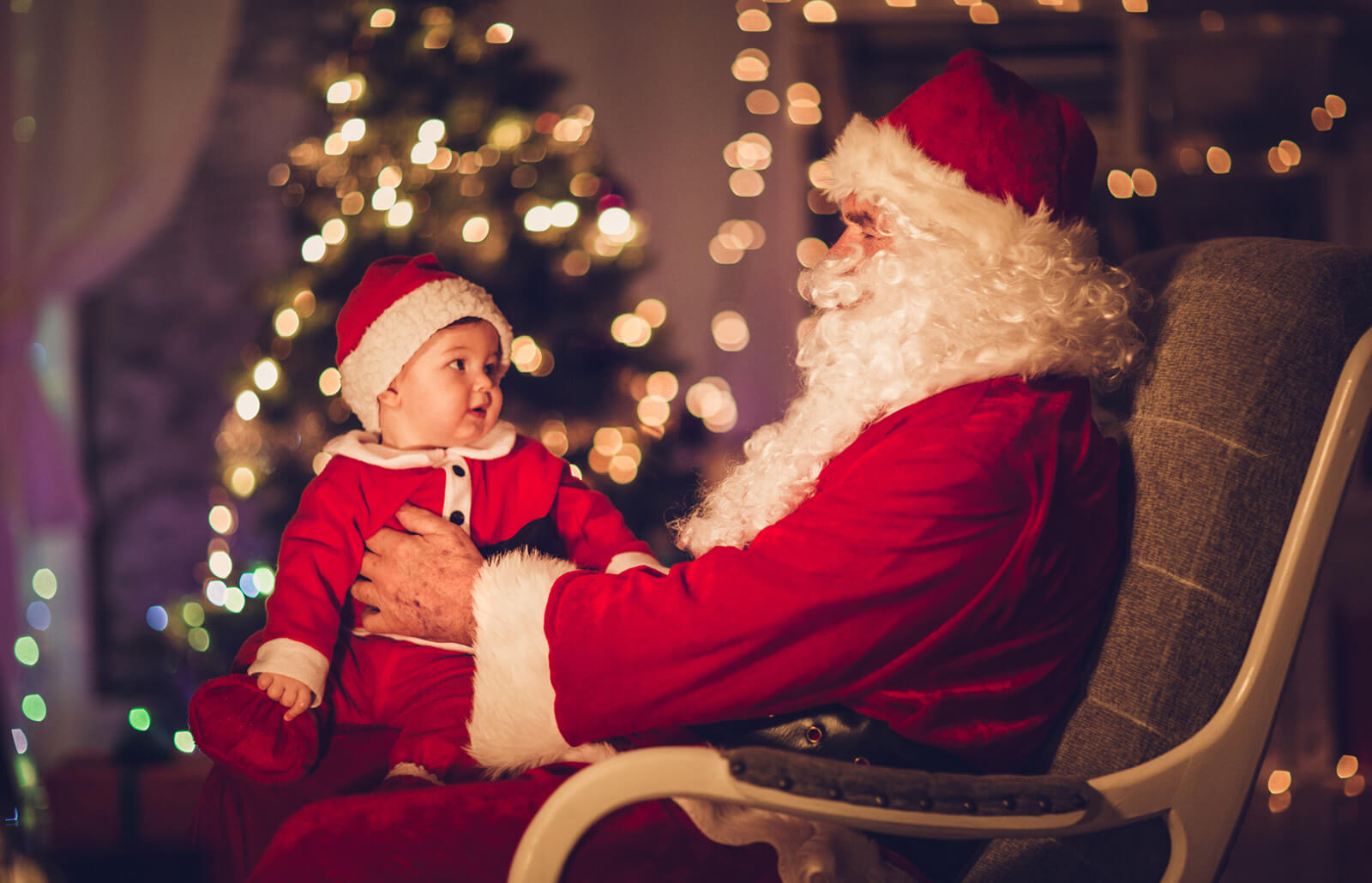 Tips For Baby S First Christmas Picture Lovetoknow