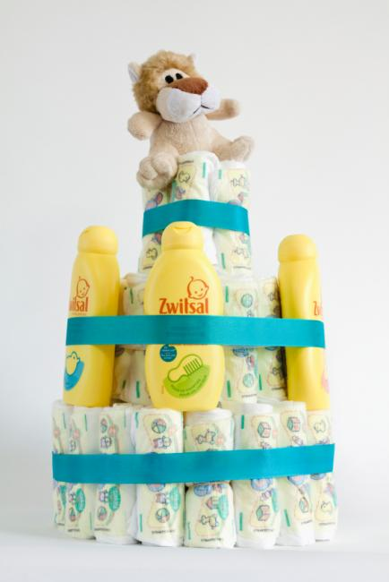 https://cf.ltkcdn.net/baby/images/slide/170801-434x650-diaper-cake-shampoo.jpg