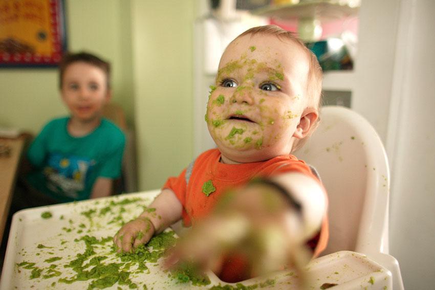 https://cf.ltkcdn.net/baby/images/slide/189105-850x567-baby-avocado-food-face.jpg