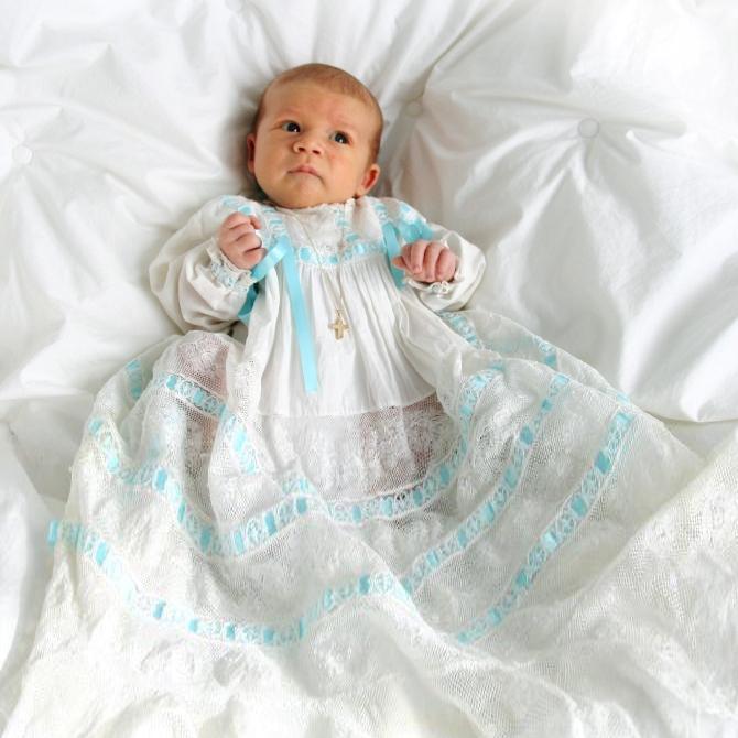 https://cf.ltkcdn.net/baby/images/slide/199077-670x670-Baby-Baptism-Inspiration.jpg