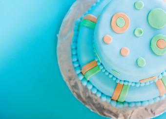 https://cf.ltkcdn.net/baby/images/slide/10038-820x585-Fun-Boy-Cake.jpg