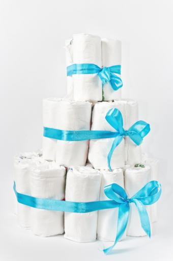 https://cf.ltkcdn.net/baby/images/slide/170804-432x650-diaper-cake-simple.jpg