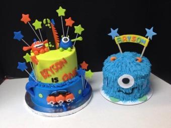Monster theme smash cake from Dm Cakes; http://www.dmcakes.com/