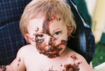 https://cf.ltkcdn.net/baby/images/slide/189108-850x574-baby-chocolate-icing-face.jpg