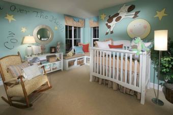 https://cf.ltkcdn.net/baby/images/slide/216026-850x566-Shryne-Design-Over-The-Moon-baby-nursery.jpg