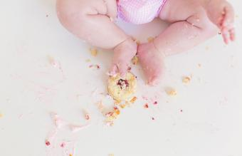 Baby with an smash cake