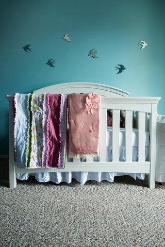 https://cf.ltkcdn.net/baby/images/slide/268399-568x850-nursery-with-birds.jpg