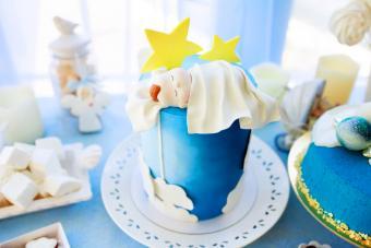 Cake decorated with sleeping newborn