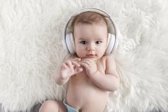 https://cf.ltkcdn.net/baby/images/slide/278636-850x567-musical-baby.jpg