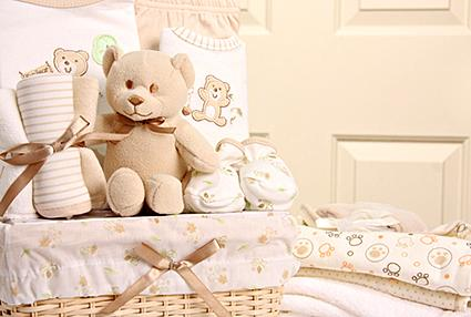 Baby gift basket options lovetoknow baby gift basket negle Images