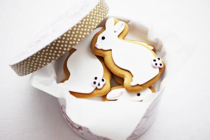 Bunny cookies in round box