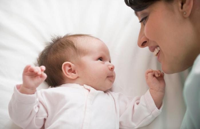 Contacto visual con su bebé recién nacido