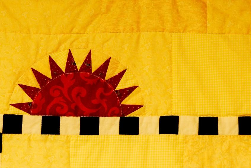https://cf.ltkcdn.net/bedding/images/slide/108252-847x567-yellow_sunshine_quilt.JPG