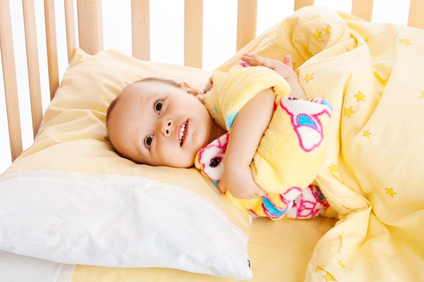 https://cf.ltkcdn.net/bedding/images/slide/108254-849x565-yellow_baby_in_crib.JPG