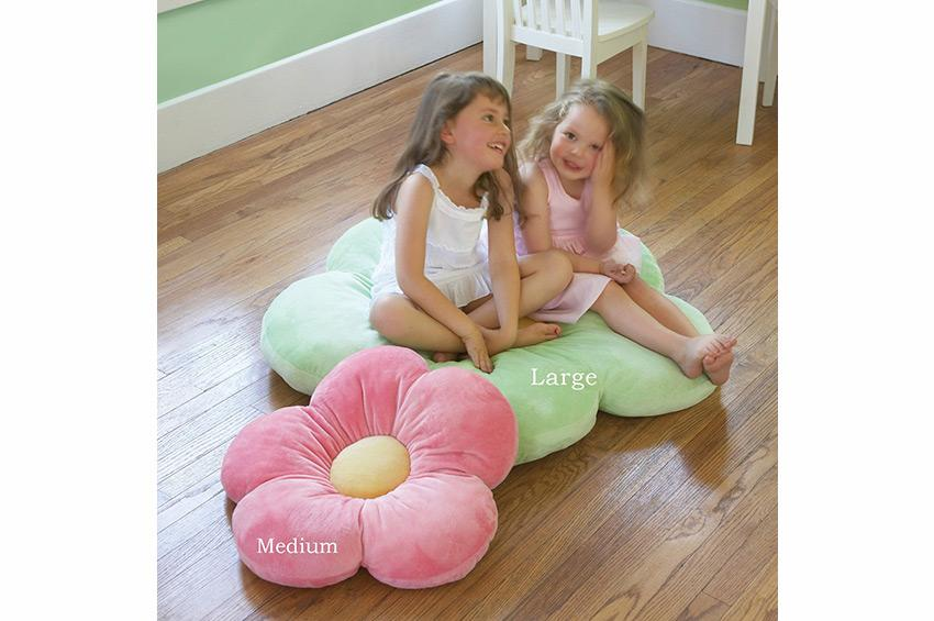 https://cf.ltkcdn.net/bedding/images/slide/173601-850x565-Flower-Floor-Pillow.jpg