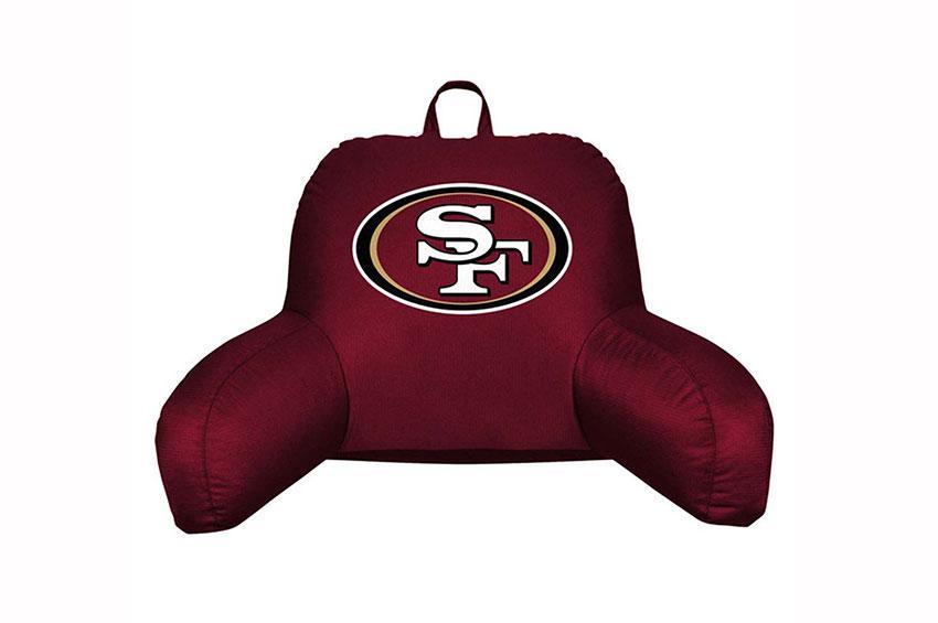https://cf.ltkcdn.net/bedding/images/slide/173612-850x565-Sport-Pillow.jpg