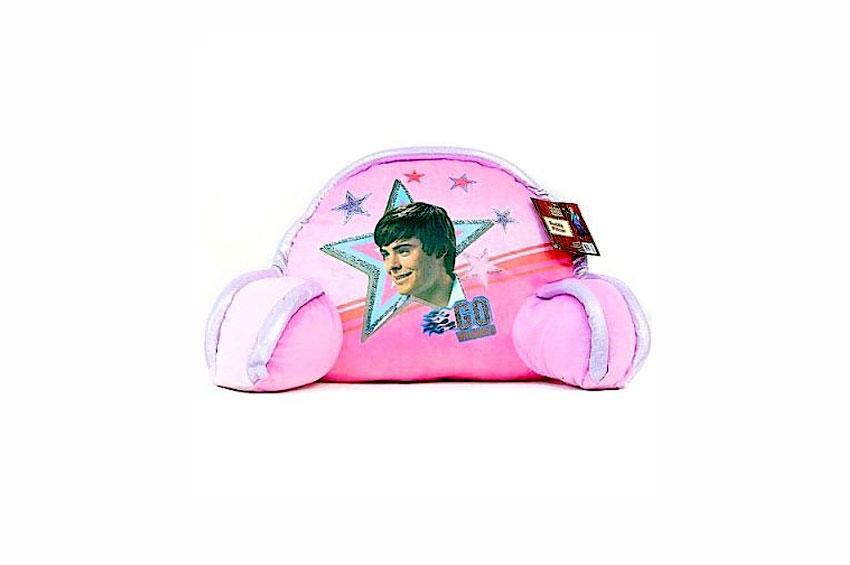 https://cf.ltkcdn.net/bedding/images/slide/173656-850x565-High-School-Musical-Backrest-Pillow.jpg