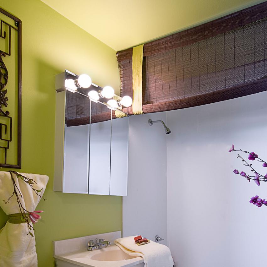 https://cf.ltkcdn.net/bedding/images/slide/206940-850x850-Roller-Shower-Curtain.jpg