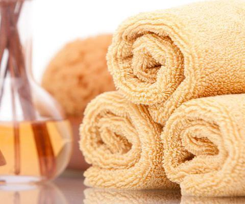 https://cf.ltkcdn.net/bedding/images/slide/212212-480x400-Rolled-Towels.jpg
