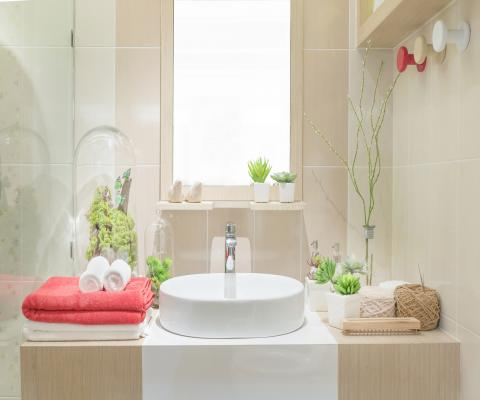 https://cf.ltkcdn.net/bedding/images/slide/212221-480x400-Washbasin-with-towels.jpg