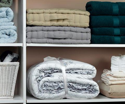 https://cf.ltkcdn.net/bedding/images/slide/212226-480x400-Linen-closet.jpg