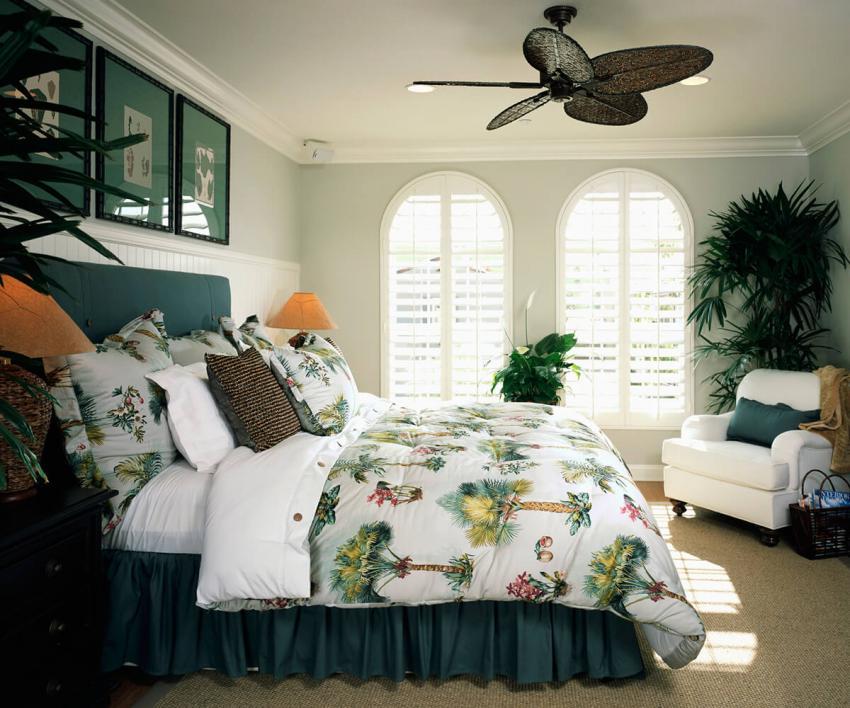 https://cf.ltkcdn.net/bedding/images/slide/232119-850x708-tropical-beach-theme.jpg