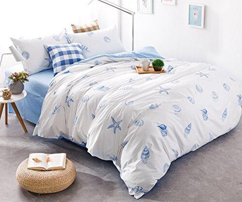 https://cf.ltkcdn.net/bedding/images/slide/232124-500x417-summer-blue-white.jpg
