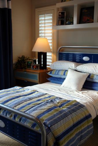 https://cf.ltkcdn.net/bedding/images/slide/177774-334x500-boys-bedding.jpg