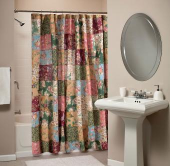 https://cf.ltkcdn.net/bedding/images/slide/206896-850x831-Patchwork-shower-curtain.jpg