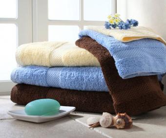 https://cf.ltkcdn.net/bedding/images/slide/212211-480x400-Colored-towel-stack.jpg