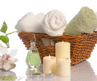 https://cf.ltkcdn.net/bedding/images/slide/212218-480x400-Basket-of-towels.jpg