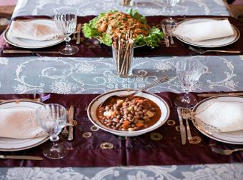 Table runner placed across table