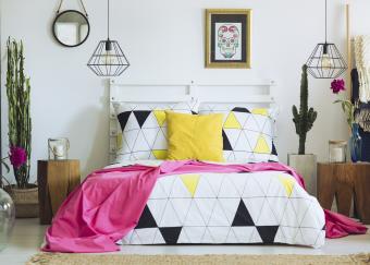 https://cf.ltkcdn.net/bedding/images/slide/218681-850x607-colorfulgeometricroom.png