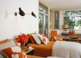https://cf.ltkcdn.net/bedding/images/slide/218682-850x607-contrastingfabricsbedroom.jpg