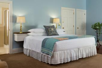 Make Your Guest Room Inviting With These Simple Bedding Ideas