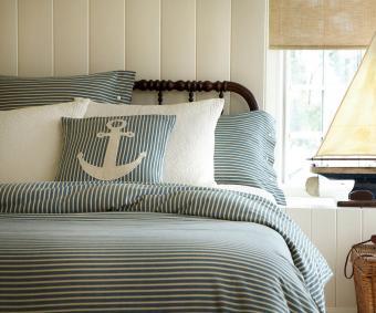 https://cf.ltkcdn.net/bedding/images/slide/232122-850x708-nautical-blue-white.jpg