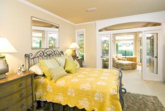 Yellow bedroom linens