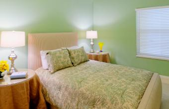 What Color Bedding Goes With Green Walls?
